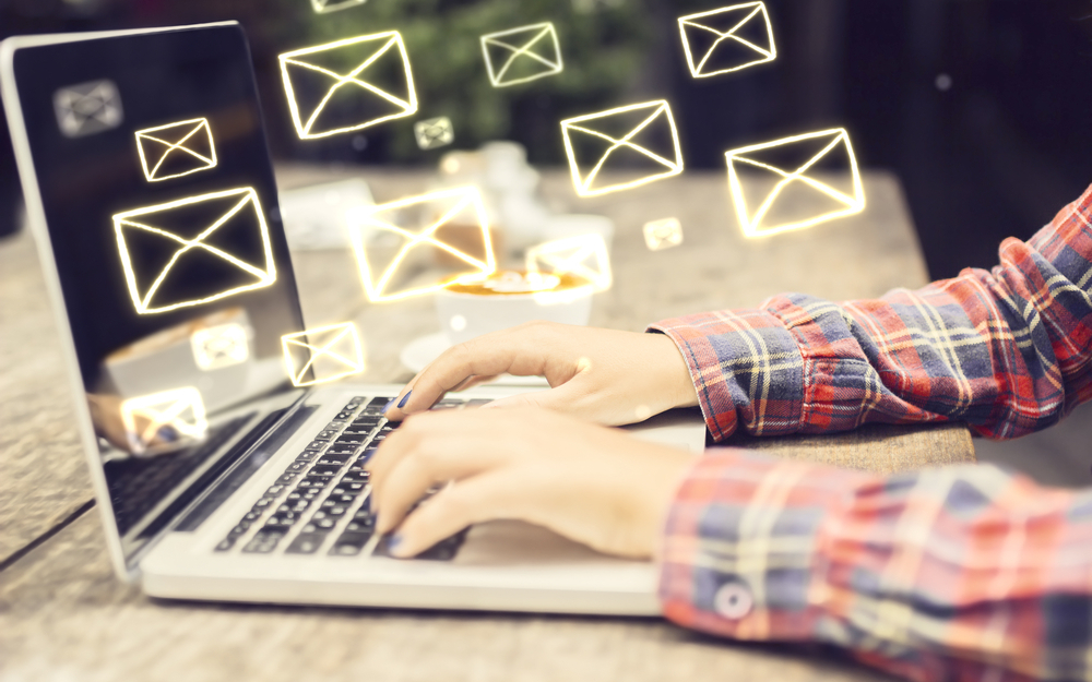 EMAIL DISTRACTIONS MAKE BOSSES WORSE LEADERS